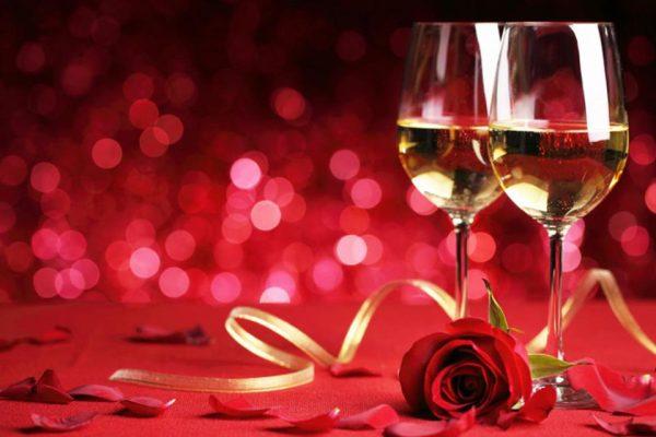 Saint_Valentin_deux_verres_de_vin_et_une_rose