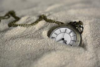 montre_dan_le_sable