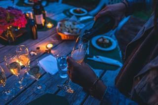 soiree_entre_amis_avec_du_champagne