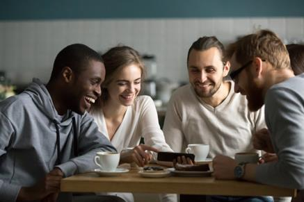 amis_dans_un-café