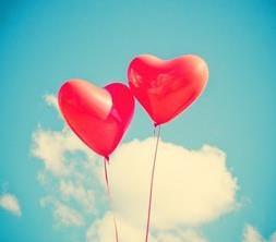 deux_ballons_en_forme_de_coeur