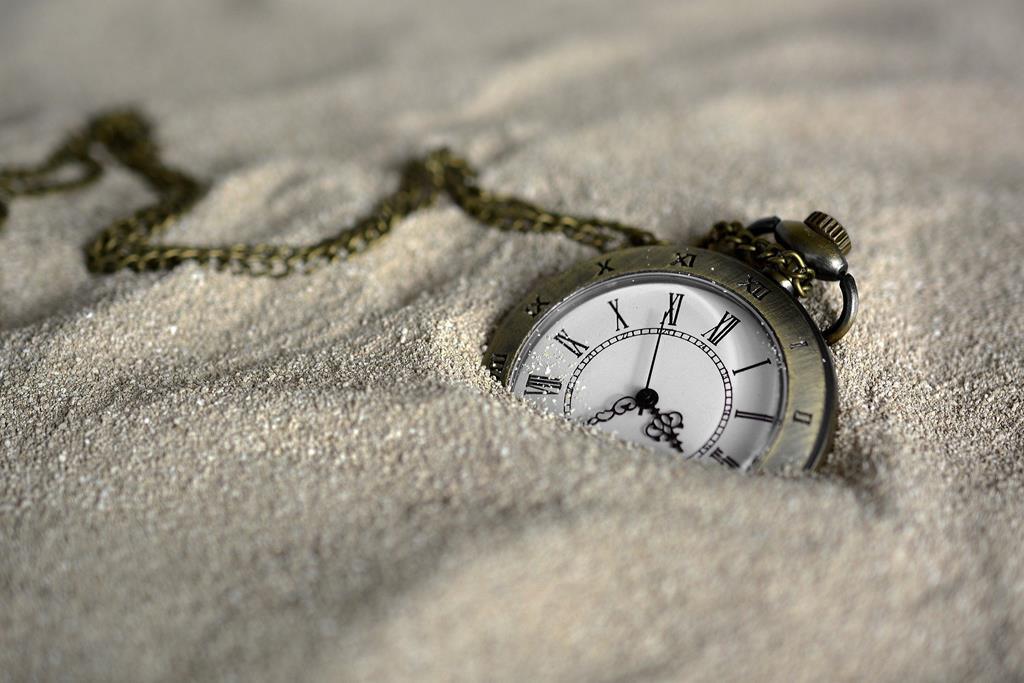 montre_dans_le_sable